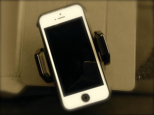 iPhone、iPadをポータブルナビのスライド台座に取り付け可能なホルダー「ヤック(YAC) TELホルダーアタッチメント VP-68」で車載してみた件